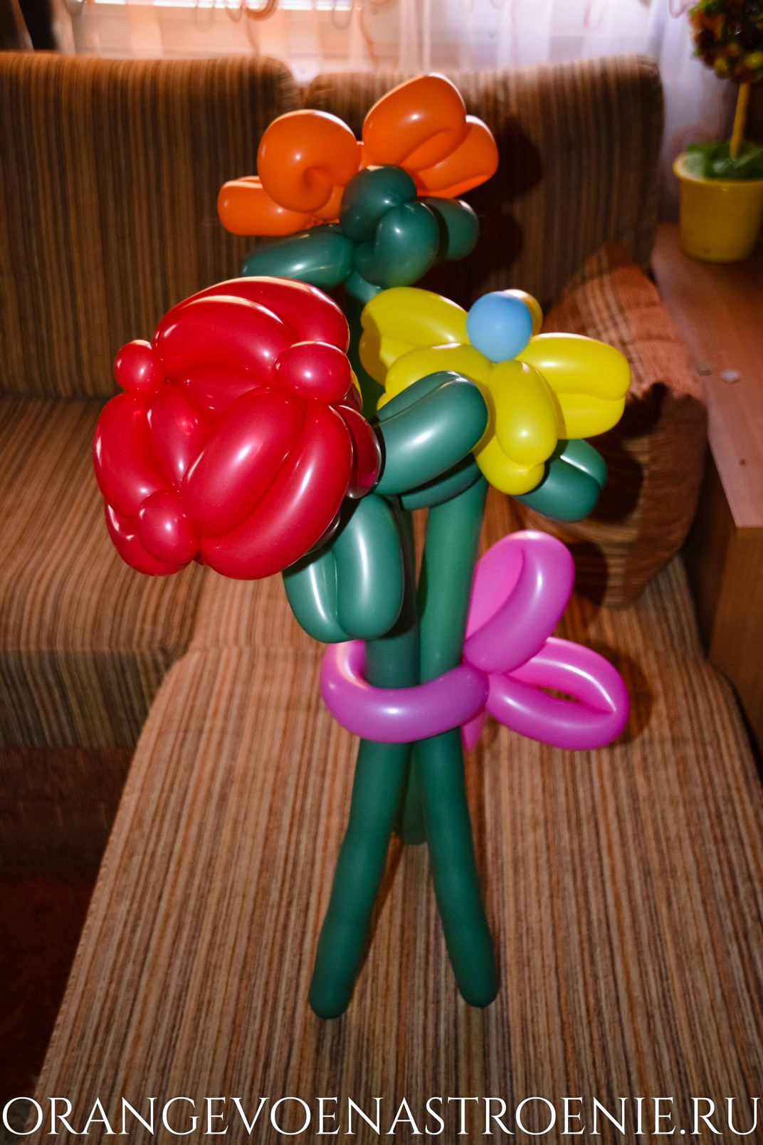 цветы из шаров. букет из шаров. роза из шаров. подарок из шариков.