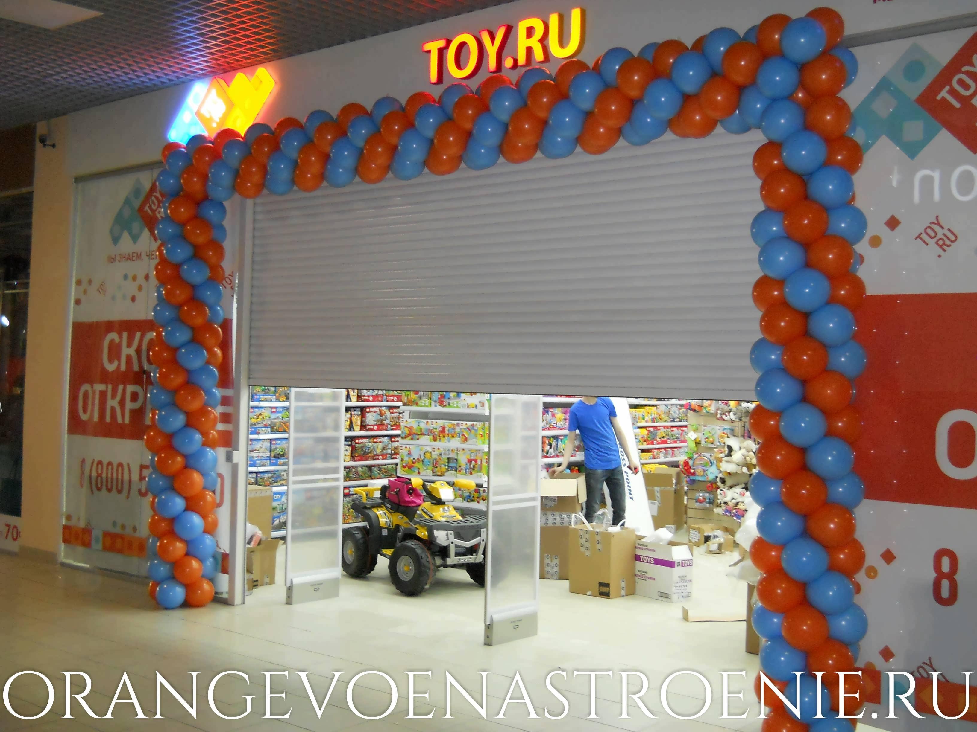 Шары на открытие магазина. крашение входной группы шарами. toy.ru